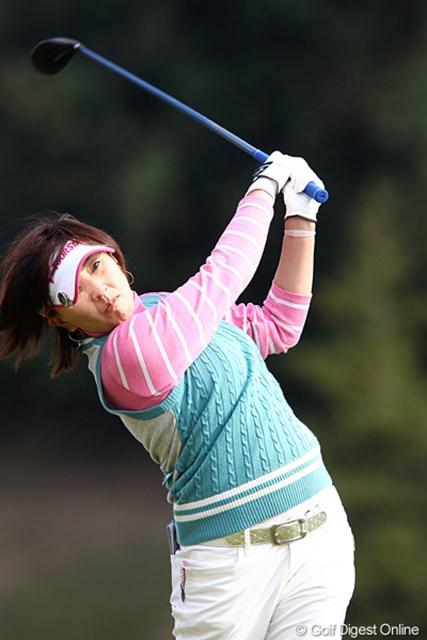 2010年 伊藤園レディスゴルフトーナメント 初日 茂木宏美 結婚してゴルフも絶好調?1アンダー、6位タイです。