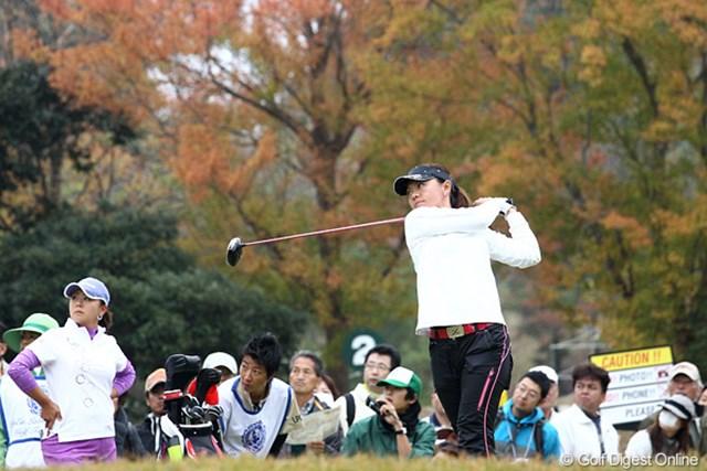 2010年 伊藤園レディスゴルフトーナメント 最終日 中田美枝 後ろの紅葉も天気がよければきれいなんでしょうね。