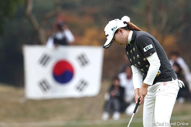 2010年 伊藤園レディスゴルフトーナメント 最終日 イ・ナリ 韓国旗を持った応援団、ごめんなさい、一人でした。