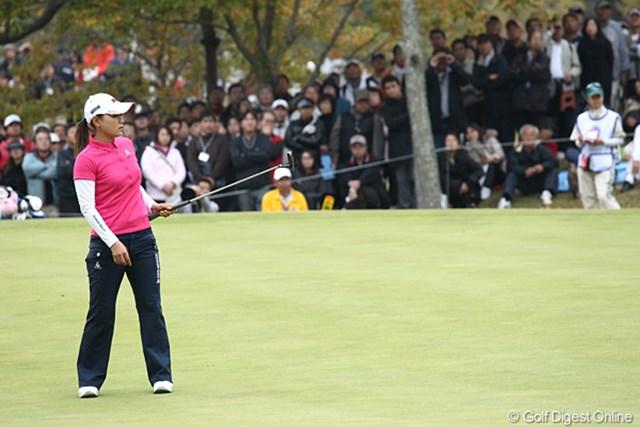 2010年 伊藤園レディスゴルフトーナメント 最終日 横峯さくら 前半なかなかバーディが取れずスコアが伸びません。