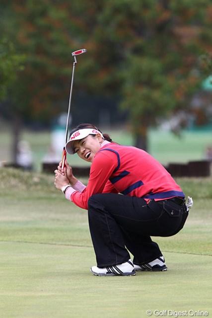 2010年 伊藤園レディスゴルフトーナメント 最終日 大山志保 15番バーディが決まりうれしそうな志保ちゃん、良い顔です。