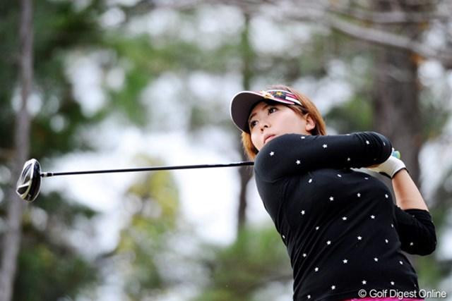 2010年 大王製紙エリエールレディスオープン 初日 吉田弓美子 ほら、ついに来たでェ~。現在賞金ランク52位。あと一人!あと一人!9位ぐらいに入ればシードのチャンスがあるそうですワ。11位T