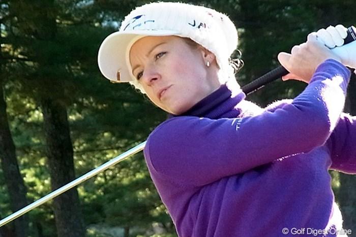 女子プロでは珍しくロングアイアンを使いこなすニッキー・キャンベル(撮影:リコー CX4) 2010年 LPGAツアーチャンピオンシップリコーカップ ニッキー・キャンベル