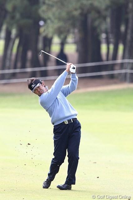 2010年 ダンロップフェニックストーナメント 3日目 鈴木亨 3日間パーオン率1位で首位と3打差の2位タイに浮上した鈴木亨