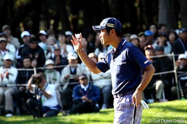 2010年 ダンロップフェニックストーナメント 3日目 池田勇太 18番バーディフィニッシュ。明日優勝すると2年連続4勝以上、2年連続4勝以上はジャンボさん以来、やるね~若大将。
