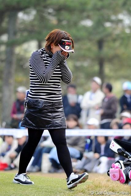 2010年 大王製紙エリエールレディスオープン 最終日 吉田弓美子 すでに状況を把握していた吉田弓美子は、18番グリーンサイドで号泣した