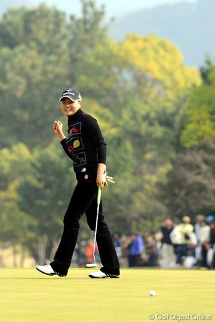 2010年 大王製紙エリエールレディスオープン 最終日 金ナリ けっこうこういうポーズを見せてくれるんですワ。しかし、脚が長いなァ・・・。