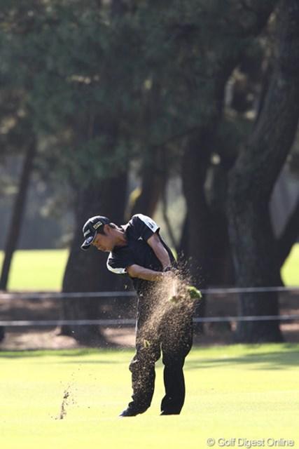 2010年 ダンロップフェニックストーナメント 最終日 池田勇太 こんなにきれいにターフを取って行くんですね。