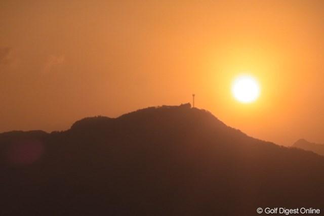 2010年 LPGAツアーチャンピオンシップリコーカップ事前情報 国見ヶ丘展望台 太陽のパワーをすごく感じます。日の出直後の一枚(撮影:リコー CX4/長浦庸一)