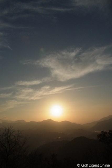 2010年 LPGAツアーチャンピオンシップリコーカップ事前情報 国見ヶ丘展望台 雲海が出る事で有名な場所だが、この日は僅かに盆地に雲が湧いた程度だった(撮影:リコー CX4/今岡涼太)