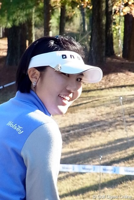 2010年 LPGAツアーチャンピオンシップリコーカップ事前情報 辛ヒョンジュ 見返り美人?振り返ったところをパチリ! 辛ヒョンジュ(撮影:リコー CX4)