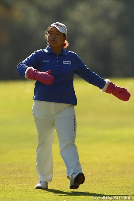 2010年 LPGAツアーチャンピオンシップリコーカップ 2日目 アン・ソンジュ 何かお遊戯会ですか?あっ、プレスルームへ差し入れありがとうございました!大福、美味しかったです!