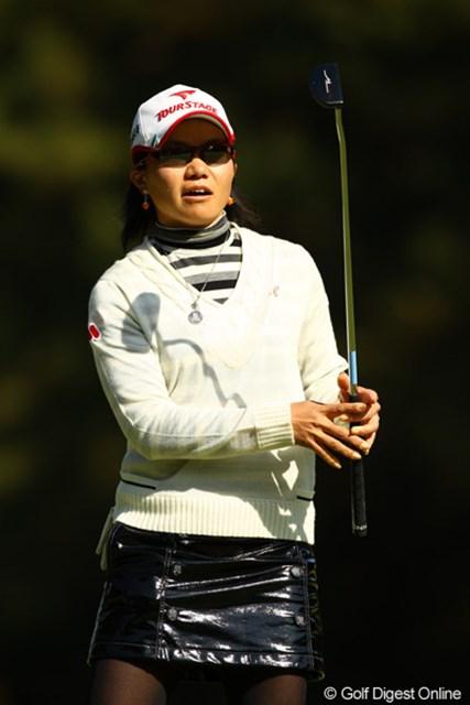 2010年 LPGAツアーチャンピオンシップリコーカップ 2日目 上原彩子 ところでそのスカートは・・・何製ですか?革?ゴム?ビニール?プラスチック?目立ってました。
