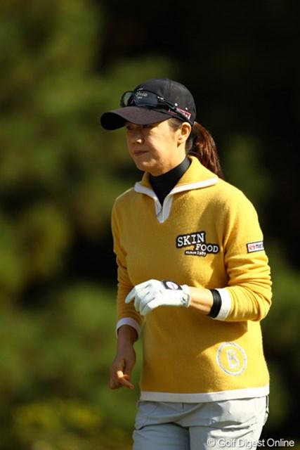 2010年 LPGAツアーチャンピオンシップリコーカップ 2日目 ヤング・キム 風が強かった今日の宮崎CC。トレードマークのチューリップハットは封印です。