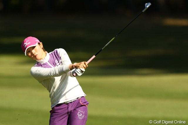 2010年 LPGAツアーチャンピオンシップリコーカップ 2日目 飯島茜 ウェアやキャップなど、いつもどこかに猫がいます。今日は左モモです。