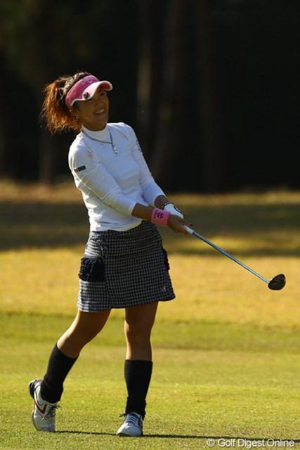 2010年 LPGAツアーチャンピオンシップリコーカップ 2日目 甲田良美 ミスショットでも何故かこの笑顔。「だって昨日はひとりのゴルフで淋しかったけど、今日は2サムでラウンド出来るから、それだけで嬉しいっ!」