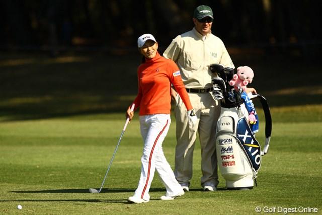 2010年 LPGAツアーチャンピオンシップリコーカップ 2日目 横峯さくら 今日アンダーパーでラウンドしたのは、横峯さくらと宮里美香の2人だけ。笑顔もこぼれますね。