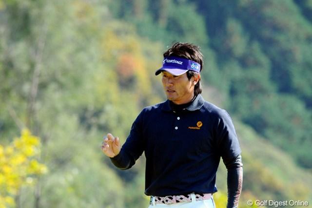 2010年 カシオワールドオープンゴルフトーナメント 2日目 宮本勝昌 最終18番をバーディフィニッシュとし、単独首位に浮上した宮本勝昌