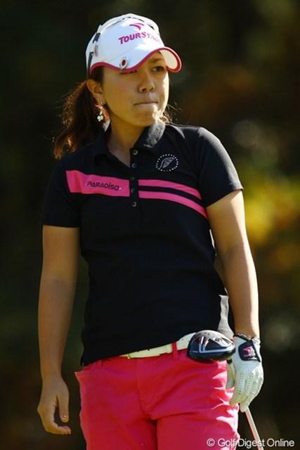 2010年 LPGAツアーチャンピオンシップリコーカップ3日目 宮里美香 ミスショットを見つめて、唇を噛み締めます。4つスコアを落としましたが、首位と3打差は、このコースならまだまだチャンスありです。