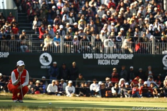 2010年 LPGAツアーチャンピオンシップリコーカップ3日目 朴仁妃 スコアを2つ伸ばし、首位に躍り出ました。アメリカに続いて、日本でもメジャーチャンピオンになれるか・・・。それにしても、アメリカを主戦場とする選手が、よく高麗グリーンでパターが入るものですねぇ。不思議。
