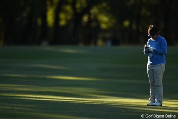 「また明日も一人かぁ。3日間も一人ぼっちで淋しい・・・。出場選手を偶数にしてくれればイイのに・・・。」 2010年 LPGAツアーチャンピオンシップリコーカップ3日目 ウェイ・ユンジェ