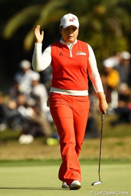 2010年 LPGAツアーチャンピオンシップリコーカップ3日目 朴仁妃 15番バーディー!!!あのぉ、もっと派手にやってくれると有難いんですが・・・。