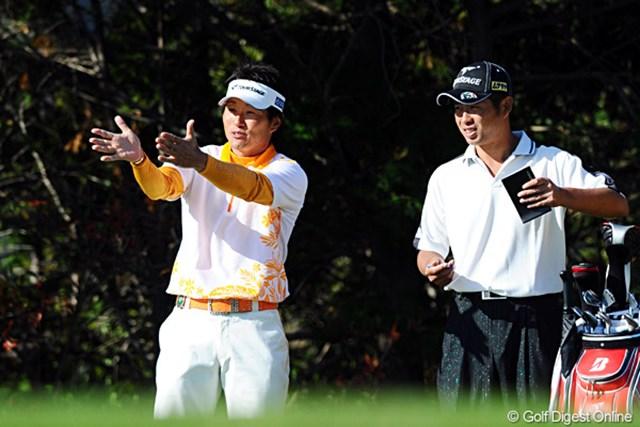 最終日・最終組を回る、首位タイの池田勇太と宮本勝昌。宮本にとっては、傍観者として楽しむだけでは済まないかも!?