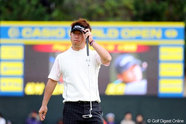 2010年 カシオワールドオープンゴルフトーナメント 最終日 松村道央 「え?これで優勝決定?」金選手のギブアップでカップインせずに4ホールのプレーオフが決着し、やや戸惑い気味のチャンプ。