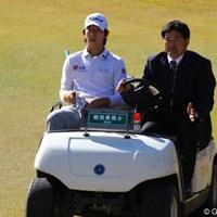 5番でティショットを右サイドの木に乗せてしまったようで、ロスト扱いで打ち直し 2010年 ゴルフ日本シリーズJTカップ 3日目 ノ・スンヨル