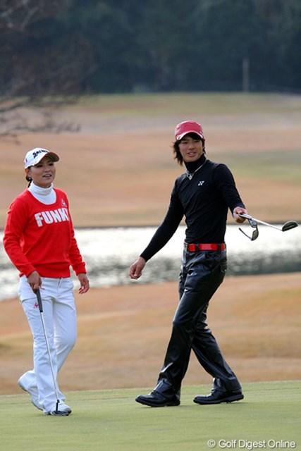 2010年 Hitachi 3Tours Championship 2010 石川遼&横峯さくら 石川遼と横峯さくらの注目の直接対決。今年は横峯に軍配が上がった