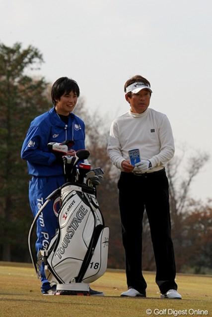 2010年 Hitachi 3Tours Championship 2010 尾崎直道 この日、尾崎直道のキャディを務めたのは息子さん。親子タッグのお披露目となった