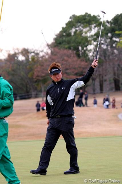 2010年 Hitachi 3Tours Championship 2010 松村道央 シングルスでの最終18番、15メートルのバーディパットを捻じ込み勝ち点3を手にした松村道央
