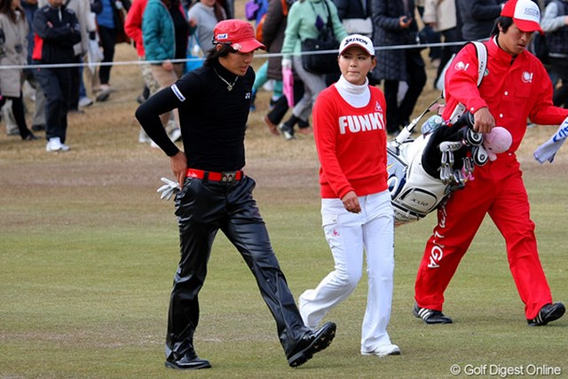 2010年 Hitachi 3Tours Championship 2010 石川遼&横峯さくら 今年は7,127人のギャラリーが来場。その多くが石川遼と横峯さくらの注目組に続いた