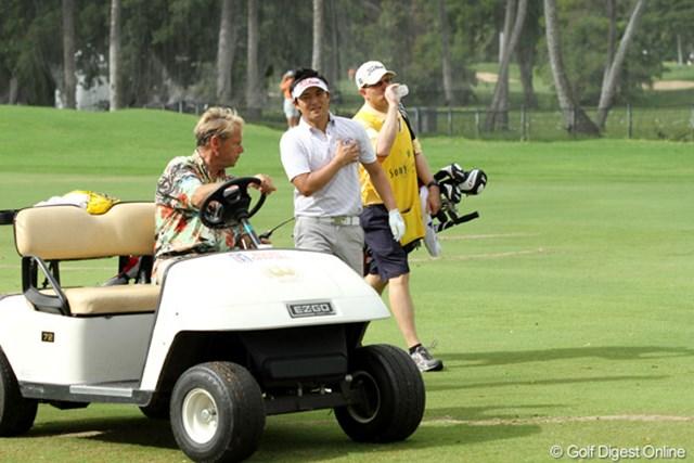 2011年 ソニーオープンinハワイ 2日目 今田竜二 9番ホール第2打の前に胸部の強い痛みを訴え、血圧を測る場面も見られた今田竜二