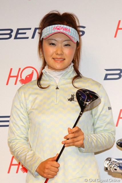 2011年 ホットニュース 契約記者発表会 藤田幸希 ツアーで戦う新たなクラブを選んだ藤田幸希