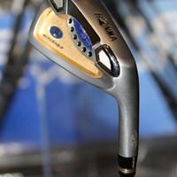 バックフェイスにタングステンが装着されることで方向性が向上する 2011年 ホットニュース 契約記者発表会 本間ゴルフ