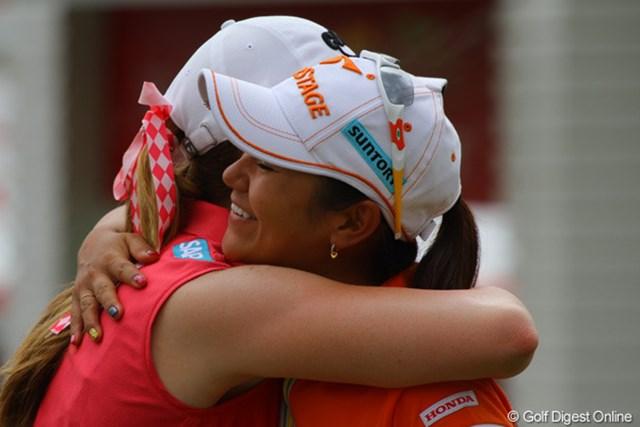 今週米国女子ツアーが開幕!宮里藍は昨年優勝したコースでポーラ・クリーマーとハグ