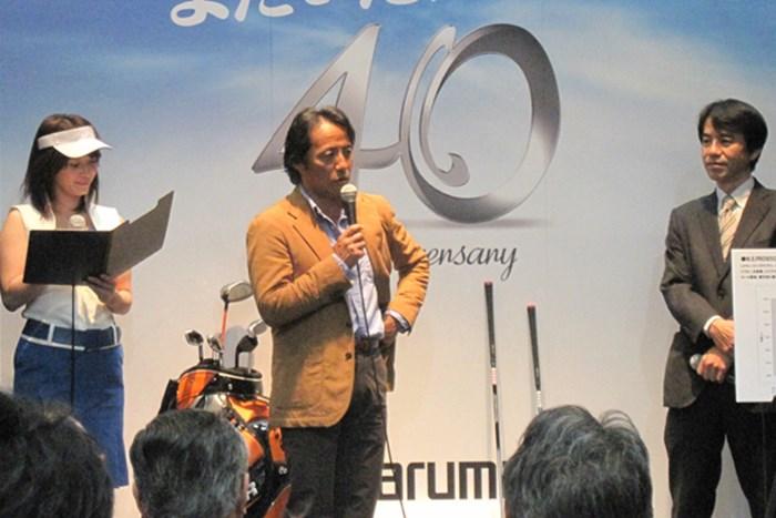 マルマンのブースでトークショーを行う金谷多一郎プロ 女性急増でファッションショーを開催!第45回ジャパンゴルフフェアが開幕 NO.3