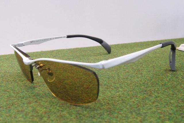 女性急増でファッションショーを開催!第45回ジャパンゴルフフェアが開幕 NO.10 眼鏡フレームの先っぽが折れ曲がり耳にフィットすることでずれを防止するパリ・ミキのメガネ