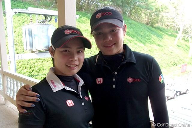 2011年 ホンダLPGAタイランド ジュタヌガン姉妹 向かって右の大きい方が妹のエリヤ、左がモリヤ。アマチュアとしてこちらも大きな期待を集めている