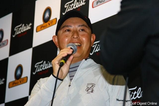 2011年 アクシネット トークショー 谷口徹 トークショーに参加した谷口徹。首の故障により、次週の世界マッチープレーへの棄権を明かした