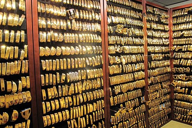PING本社にある幻のゴールドパタールーム。現在4500本ほどのゴールドパターが飾られている