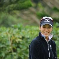 パッティンググリーンで、選手に声を掛けられてこの笑顔 2011年 ダイキンオーキッドレディスゴルフトーナメント 事前 久保啓子