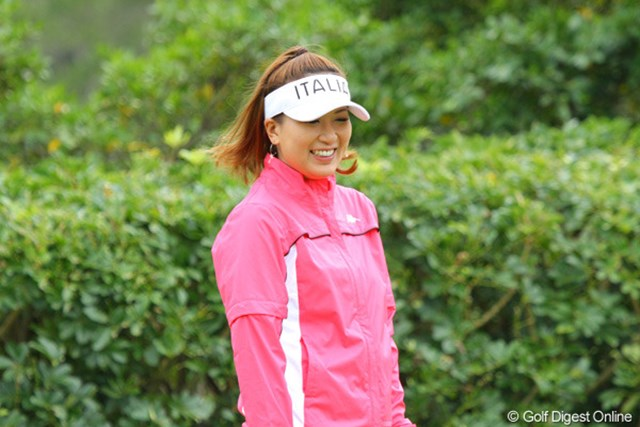 練習ラウンド後、パッティンググリーンで調整を行った辻村明須香