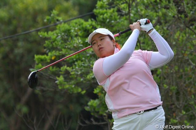 2011年 ダイキンオーキッドレディスゴルフトーナメント 初日 アン・ソンジュ 上がり2ホール連続バーディで2位につけるアン・ソンジュ。それでも「ミスが多かったので不満が残る」と厳しい自己評価
