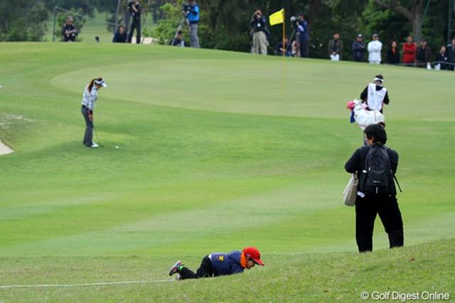 2011年 ダイキンオーキッドレディスゴルフトーナメント 初日 ギャラリー 「はやくはやく!」「お母さん、そんなに焦らせないで~」