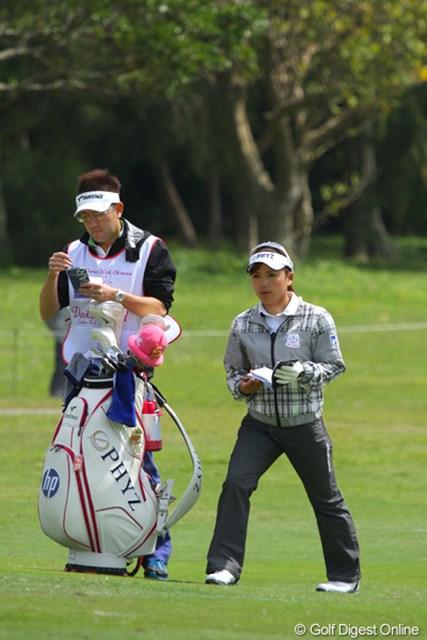 2011年 ダイキンオーキッドレディスゴルフトーナメント 初日 有村智恵 ショットの安定感は高いだけに残り2日で上位にきそうな有村智恵