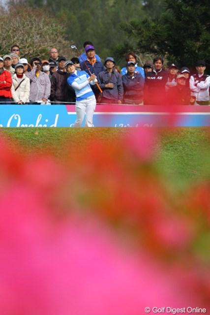 2011年 ダイキンオーキッドレディスゴルフトーナメント 初日 諸見里しのぶ 諸見里しのぶとお花