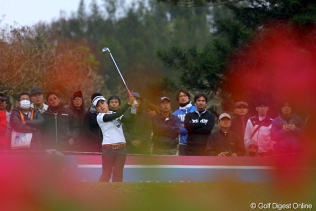 2011年 ダイキンオーキッドレディスゴルフトーナメント 初日 有村智恵 有村智恵とお花