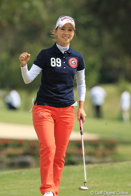 2011年 ダイキンオーキッドレディスゴルフトーナメント 最終日 上田桃子 時にはこういう笑顔も飛び出したが…満面の笑みとはいかなかった